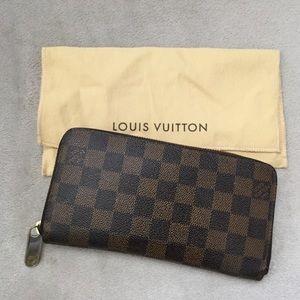 Louis Vuitton Damier Zippy Wallet